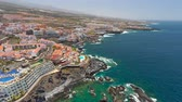 テネリフェ島 : TENERIFE, LOS GIGANTES, SPAIN - MAY 18, 2018: Aerial view rocky coast and hotels, Canary islands.
