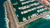 bateau moteur : TENERIFE, LOS GIGANTES, SPAIN - MAY 18, 2018: Aerial view of modern sail boats, yachts in a seafront