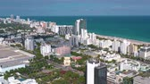 destino de viagem : MIAMI, FLORIDA, USA - JANUARY 2019: Aerial drone panorama view flight over Miami beach city centre.