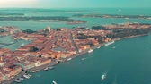 gondole : VENICE, ITALY - JUNE, 2019: Aerial drone panorama view of Venice beautiful architecture. Flight over canals and roofs. Vidéos Libres De Droits