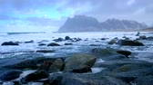 tempestade de neve : Beach and waves. Lofoten islands, Norway