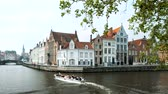 belgie : Tourist boat in canal in Bruges, Belgium