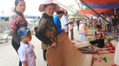 ротанг : HAI DUONG, VIETNAM, SEPTEMBER, 10: people selling bed mats at Market on September, 10, 2014 in Hai Duong, Vietnam