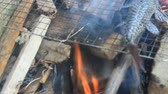 fumado : Grilling fish on barbecue
