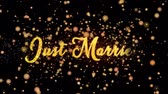 pas getrouwd : Just Married Abstract particles and glitter fireworks greeting card Stockvideo