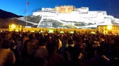 szerzetes : Lhasa, Tibet - April 22: Potala Palace at Night