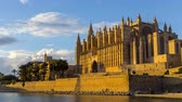 baleár : 4k Timelapse - Night fall on la Seu, the Cathedral of Palma de Mallorca, and Royal Palace of La Almudaina - Balearic Islands.