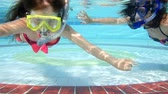 家庭 : mother and daughter swim underwater in pool