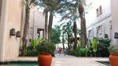souk : DUBAI, UNITED ARAB EMIRATES, UAE - NOVEMBER 20, 2017: Hotel Jumeirah Al Qasr Madinat , Mom and child walk from the beach, through the territory of the hotel complex Stock Footage