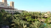 situação : DUBAI, UNITED ARAB EMIRATES, UAE - NOVEMBER 20, 2017: View of luxury 5 stars Hotel JUMEIRAH Al Qasr Madinat, near Burj al Arab. resort with own artificial canals, gardens