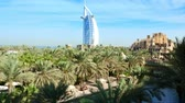 souk : DUBAI, UNITED ARAB EMIRATES, UAE - NOVEMBER 20, 2017: View of luxury 5 stars Hotel JUMEIRAH Al Qasr Madinat, near Burj al Arab. resort with own artificial canals, gardens