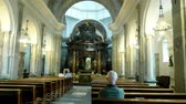 závazek : OROPA, BIELLA, ITALY - JULY 7, 2018: old church, where there was a miracle of the appearance of the Mother of God, Shrine of Oropa, Sanctuary, with an altar, benches for visitors, high white columns and beautiful old wall and ceiling paintings, Dostupné videozáznamy