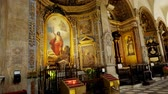 fresk : TORINO, ITALY - JULY 7, 2018: Interior of Turin Cathedral Duomo di Torino , built in 1470. It is the Chapel of the Holy Shroud the current resting place of the Shroud of Turin . Stok Video