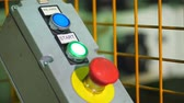 cancelar : Close-up, Start or stop red button for industrial machine, Emergency Stop for Safety concept. Red emergency stop switch and green reset button in factory . The image of industrial equipment