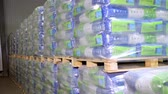 aveia : UKRAINE, CHERKASY, MARCH 25, 2019: agricultural company MAIS. close-up, labeled bags of corn products are piled on pallets. large warehouse for pre-packaged corn kernels