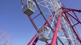 izometrický : Ferris wheel. Ferris wheel against the blue sky. Big wheel