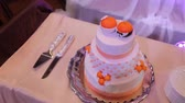ribbon : A orange banded wedding cake