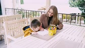pastelky : mom and young boy draw with crayons at the table Dostupné videozáznamy