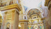 fresk : Sankt-Petersburg, Russia, 04222018 - Inside of Saint Isaacs Cathedral (Editorial) Stok Video