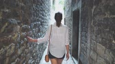 só : Female tourist is walking along the narrow streets of the city.