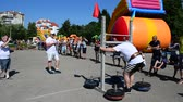 ânimo : IVANO-FRANKIVSK, UKRAINE-JUNE 25: The public statements of athletes dedicated to a Youth Day, park on June 25, 2016 in Ivano-Frankivsk. Stock Footage