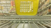 cart n corrugado : The cart in a supermarket.