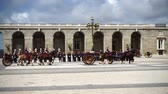 gyalogosok : Out of focus. Slow motion. The ceremony of the Solemn Changing of the Guard at the Royal Palace of Madrid. That is famous event was performed on the first Wednesday of each month. Stock mozgókép
