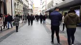 tőke : MADRID, SPAIN - MARCH 25, 2018: Unknown people on the streets of Madrid. Preciados Street. The most popular shopping street in Madrid.
