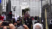felvonulás : MADRID, SPAIN - MARCH 25, 2018: The celebrations of the Holy Week in Madrid, began at the Cathedral of La Almudena with the solemn Mass of the Palm Trees, with the blessing of the palms and the bouquets.