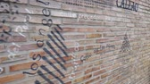 társult : MADRID, SPAIN - MARCH 25, 2018: Brick wall in design. Shopping in the Primark Gran Via shop. Design of a brick wall.