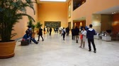 bank : MADRID, SPAIN - APRIL 4, 2018: Unknown visitors in the museum Thyssen-Bornemisza hall. Stok Video