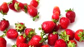 nutrientes : Falling of berries of strawberry on a white background. Slow motion.
