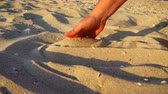 snění : The man on the sea beach gets sand. Slow motion. Dostupné videozáznamy