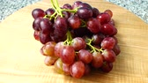 vinho tinto : Grapes. Shooting in the movement. Stock Footage