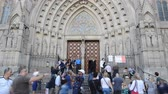 римский : BARCELONA, SPAIN - OCTOBER 18, 2013: Santa Maria del Pi. Temple, Barcelona. Стоковые видеозаписи