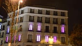 vertical : PLAZA DEL CALLAO. Hotel on the area of Madrid. Vacant rooms blink.