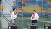 ukrán : The song on the stage in the park. Stock mozgókép