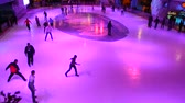 ladin : People skate. Shooting on a skating rink.