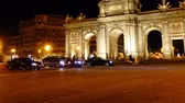 oblouk : The Puerta de Alcala. Time lapse. Madrid.