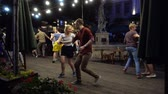 sociaal : LVIV, UKRAINE - AUGUST 25, 2019: Unknown people dance the twist dance in the summer evening. Stockvideo
