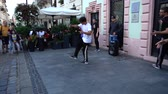 ブレークダンス : LVIV, UKRAINE - SEPTEMBER 15, 2019: Unknown guys dance break on the street of the city.