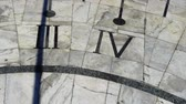 horloge vintage : Sundial. Shooting in the summer. Time lapse.