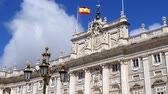 castello : Royal Palace of Madrid. Spain Flag over the palace and clouds. Filmati Stock