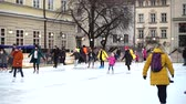 kunstschaats : LVIV, UKRAINE - DECEMBER 15, 2019: Unknown people skate in the square of the city.