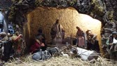 imádkozik : LVIV, UKRAINE - DECEMBER 25, 2019: Christmas nativity scene. Stock mozgókép