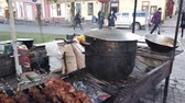串 : IVANO-FRANKIVSK, UKRAINE - JANUARY 7, 2020: Process of compote preparation on fire.