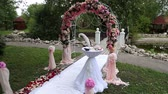 struś : Wedding table for the bride and groom registration, arch of flowers