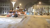 сугроб : Heavy snowfall in the city - maintenance workers