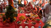 perfuração : SAMUI, THAILAND - FEBRUARY 24, 2018: Thai Chinese worshipers and devotees take part in Chinese new year festival procession with elements of self-harming,religious rituals, mediums, oracles, priests.