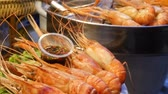 Çin yemek çubukları : National Asian Exotic ready to eat seafood at night street market food court in Thailand. Delicious Grilled Prawns or Shrimps and other snacks